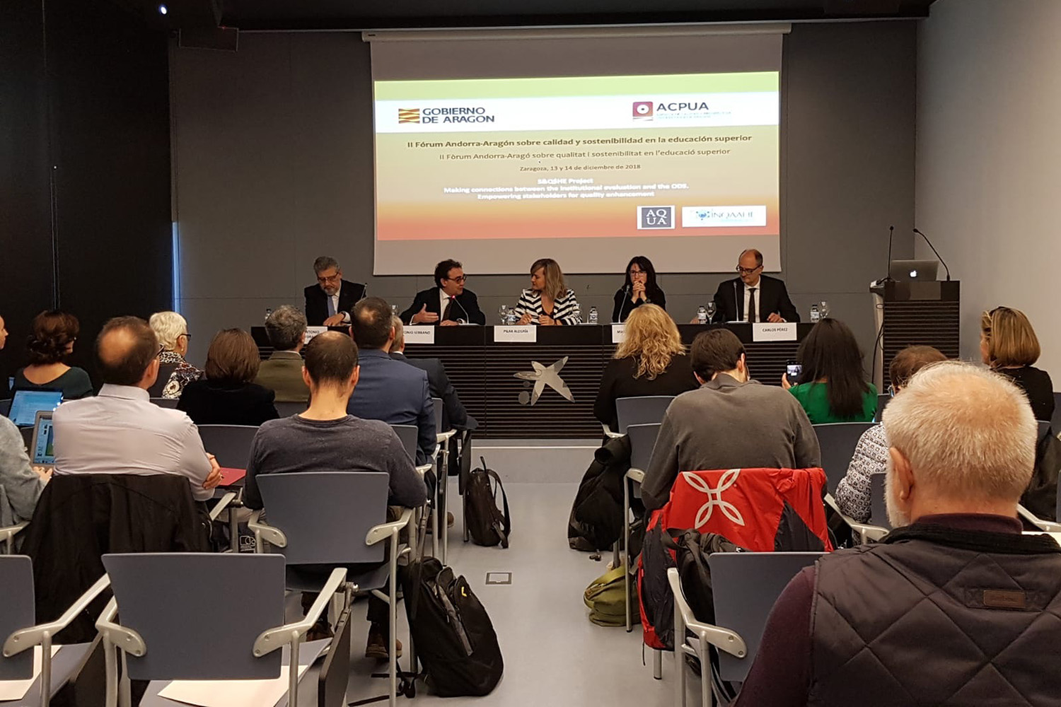 Authorities from the Government of Aragon and the rectors of the Zaragoza's and San Jorge's University opening the II Forum